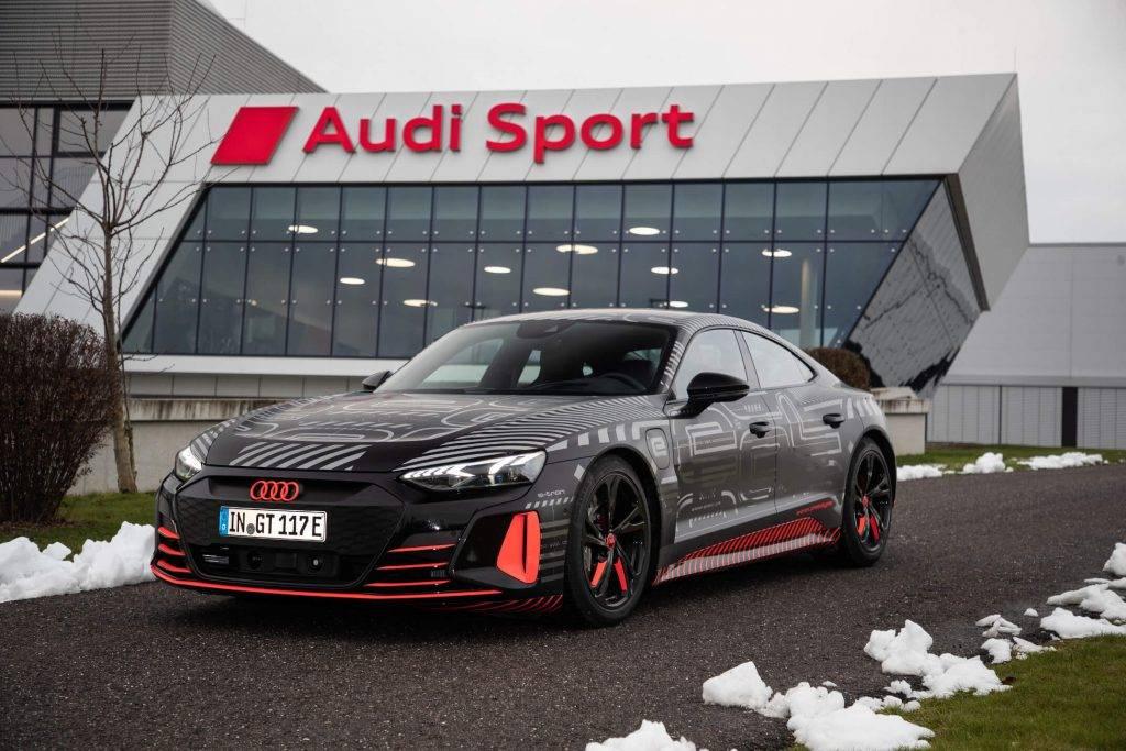 Audi uzsak CO2 neitralu e-tron GT serijveida razosanu