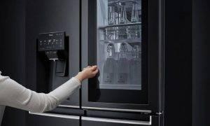 Ar balsi atvērt ledusskapja durvis