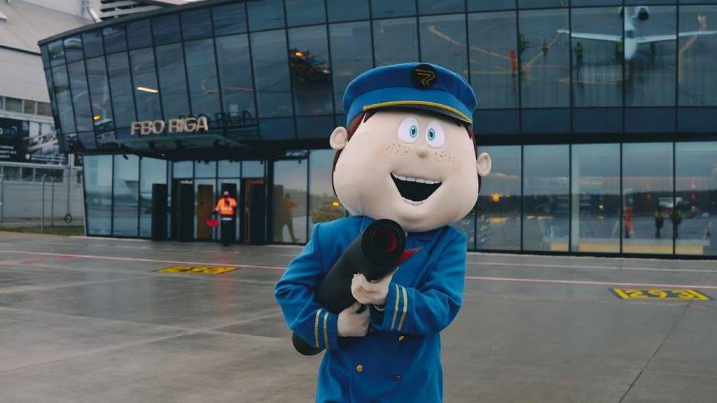 """Lidostā """"Rīga"""" darbu sāk modernizētais biznesa aviācijas perons"""