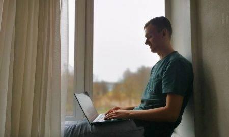 Students no Latvijas demonstrē izcilas zināšanas starptautiskajā tehnoloģiju tiešsaistes kursā