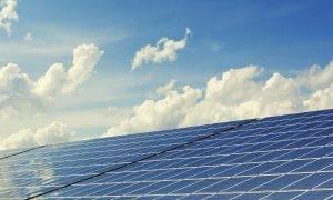 Uzstādīts lielākais saules paneļu parks pašpatēriņam Kurzemē