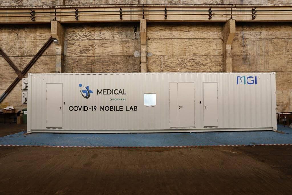 """""""Latvia MGI Tech"""" uzsāk mobilo Covid-19 testēšanas laboratoriju ražošanu"""