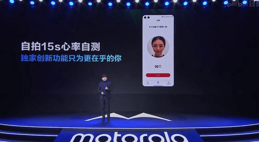 Motorola Edge mera pulsu caur selfi kameru