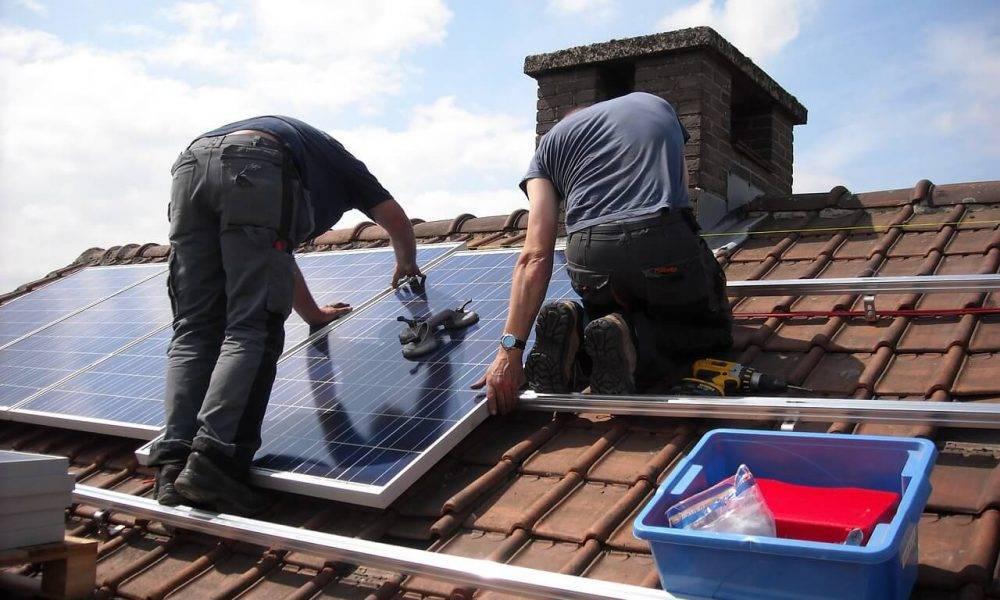Seminārā runājām par ceļu līdz saules paneļiem – kas jāņem vērā izvēloties paneļus, kādas ir pieejamās finansējuma iespējas, kādus paneļus izvēlēties un kāda ir pieredze saules sistēmas izstrādē un pieslēgšanā kopējā tīklā.