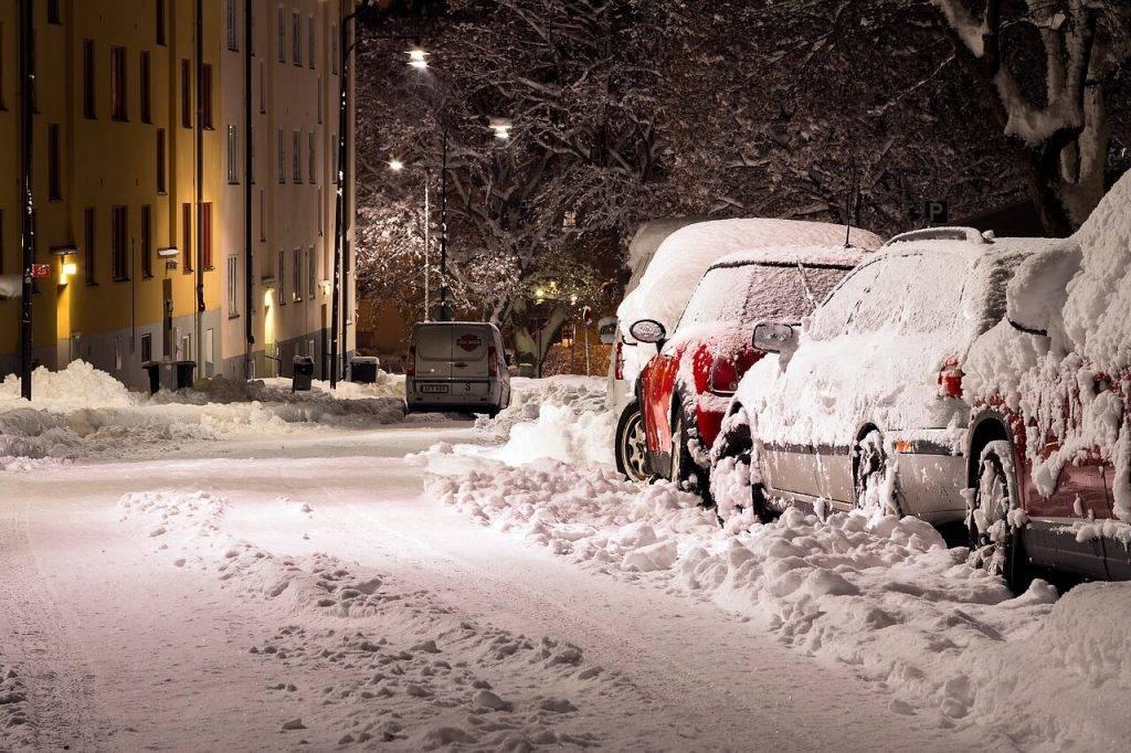 Sniegs, apledojums automasinas