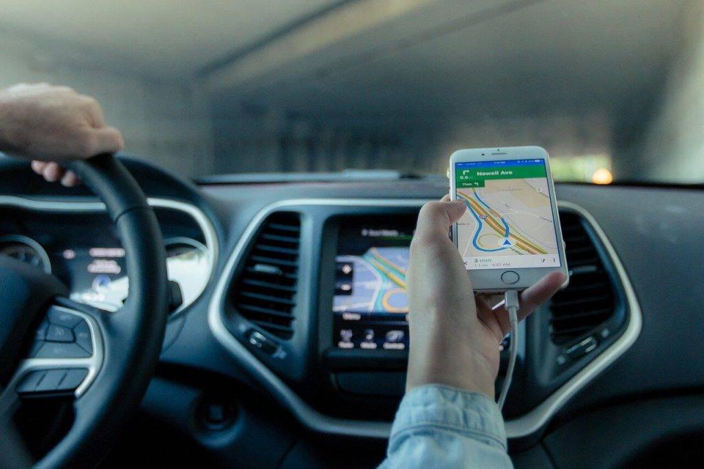 Pērn pieaudzis licencēto komersantu skaits, kas nodrošina pasažieru komercpārvadājumus ar vieglo automobili