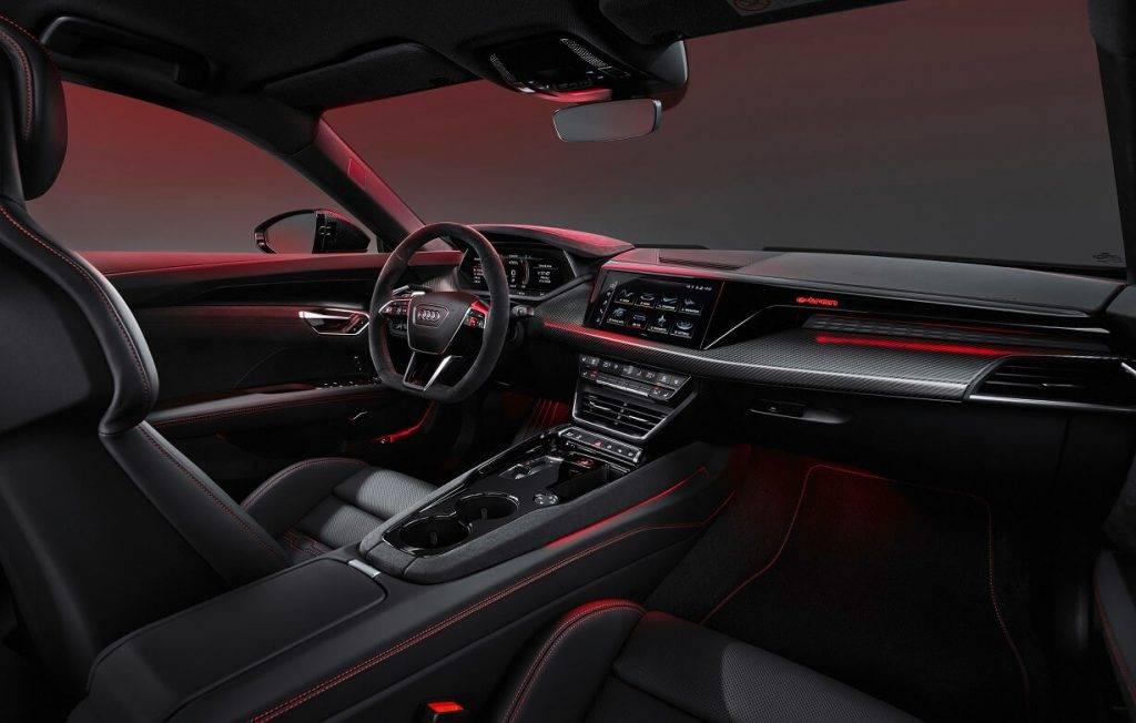 Neuzkrītošā interjera dizaina elegance izceļ automobiļa progresīvo raksturu