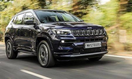 """Jaunie """"Jeep Compass"""" modeļi veidoti tā, lai nodrošinātu drošus un ērtus braucienus, vienlaikus esot videi draudzīgāki."""