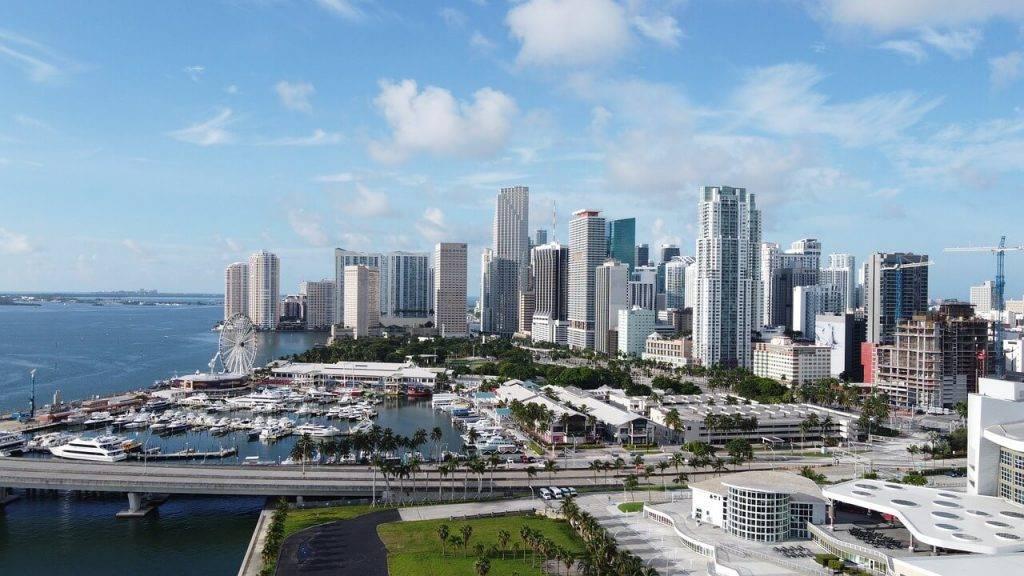 Majami algas izmaksā kriptovalutā