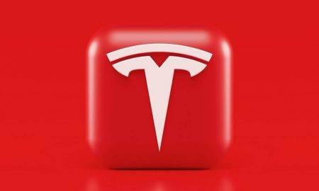 Tesla atjauninajumi