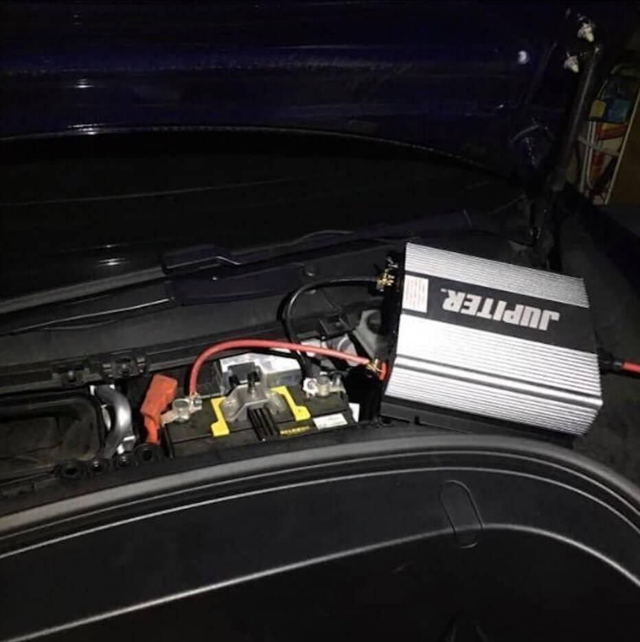 Tesla elektriba maja