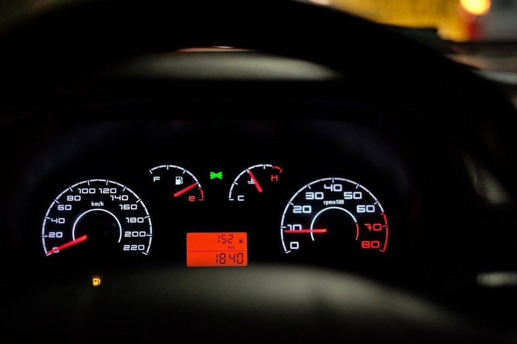 Latvijā lietota auto iegādei aizņemas aizvien mazākas summas