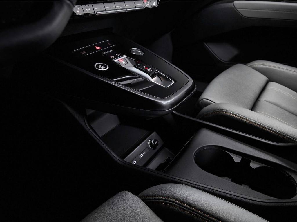 auna e-mobilitates dimensija: Audi Q4 e-tron nosaka jaunu interjera un vadibas standartu