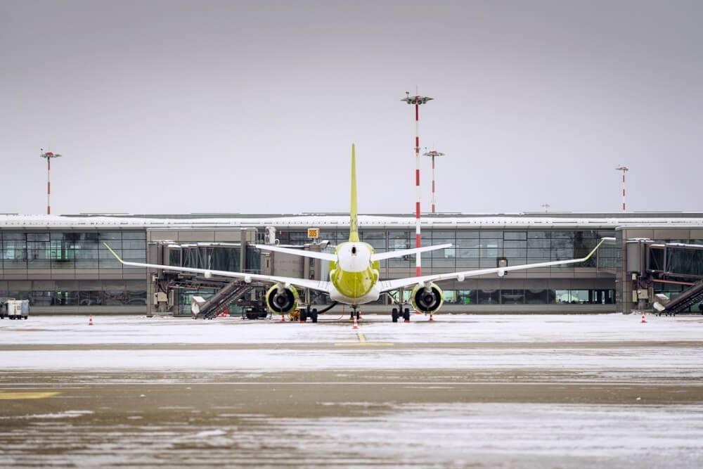 """Pasažieru skaits lidostā """"Rīga"""" februārī sarucis par 95%"""