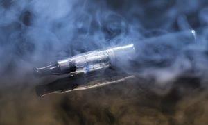 Lielbritānijas Sabiedrības veselības aģentūra: pāreja uz bezdūmu produktiem ir efektīvs veids kā atmest smēķēšanu