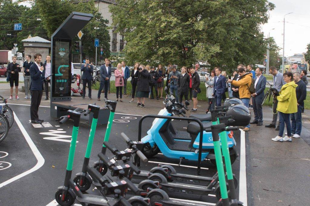 Ar uzsaukumu uz hakatonu atklāj pirmo mobilitātes inkubatoru Latvijā