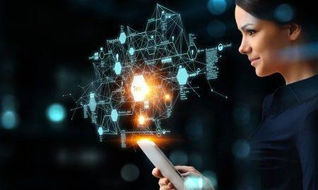Latvijā arvien vairāk sieviešu izvēlas veidot karjeru IKT nozarē