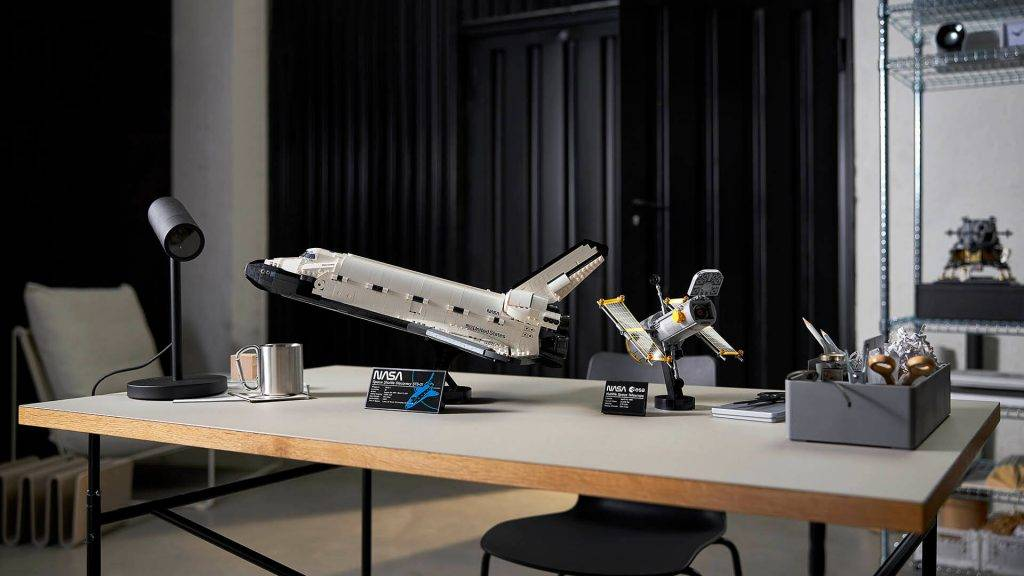 lego-nasa-space-shuttle-discovery