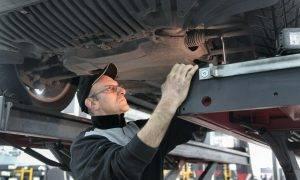 Sniegs nokusa, bedres palika: kā parūpēties par auto amortizāciju
