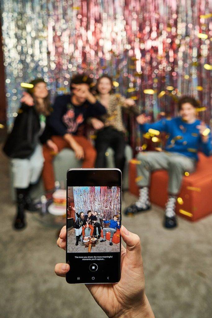 Mākslīgais intelekts viedtālrunī – profesionālam foto vairs nevajag fotoaparātu