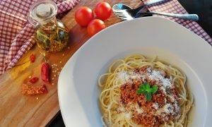 170 Latvijas restorāni sadarbībā ar Wolt aicina 50 dienās apceļot ASV, Japānu, Itāliju, Taizemi un Havaju salas, izmēģinot to virtuvi un mūziku