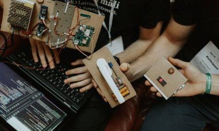 """""""LMT IoT hakatonā"""" uzvaru gūst ideja par automatizētu mājdzīvnieku barotavu"""