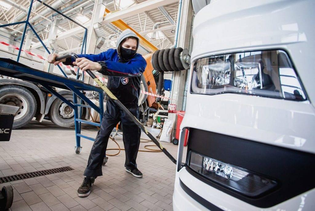 Labākais Latvijas jaunais automehāniķis 2021 ir noskaidrots