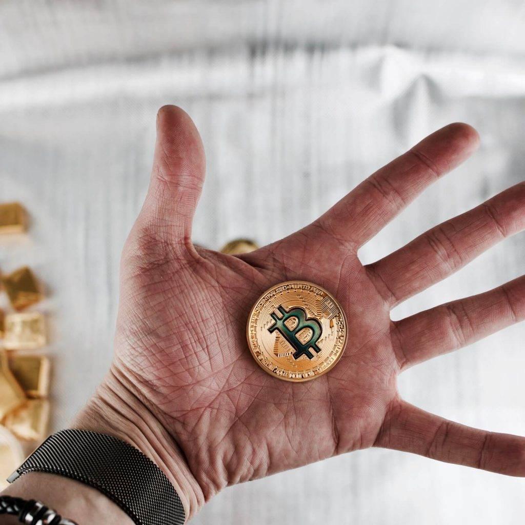 Viedoklis: regulātori apstādinās bitkoinu