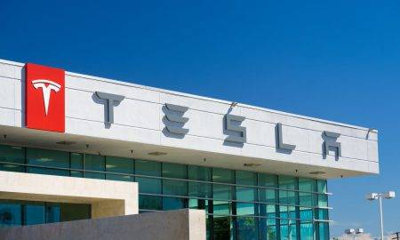 Tesla paātrinājums lidz 100 km stundā