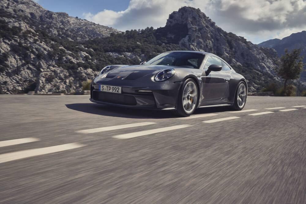 """""""Porsche"""" laiž klajā jauno """"911 GT3"""" ar """"Touring"""" pakotni"""