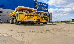 Sankciju dēļ Rolls-Royce vairs nepiegādās Baltkrievijas BelAZ rūpnīcai dzinējus