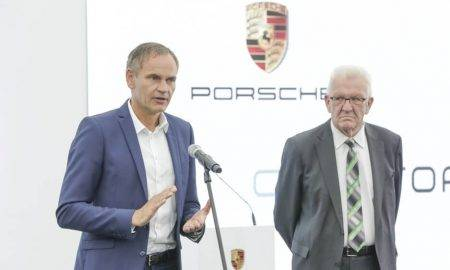 """""""Porsche"""" iegulda augstas veiktspējas akumulatoru elementu ražotnē"""