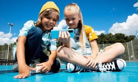 Pētījums: bērns pie savas viedierīces tiek 7 gadu vecumā; primārais iemesls – bērna drošība
