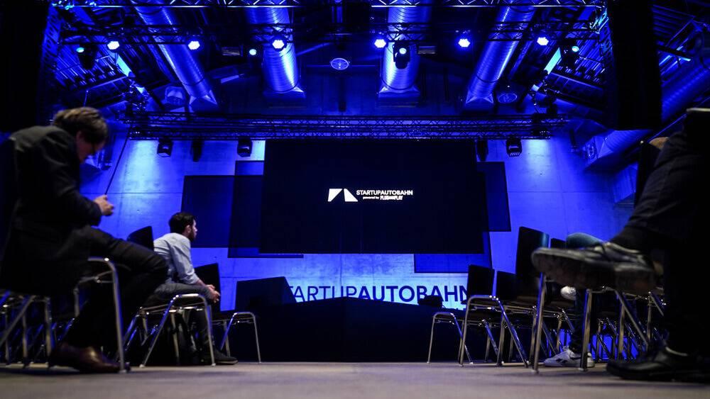 """Digitālo inovāciju konkursa """"Porsche Data Cup"""" uzvarētāji piedāvā trīs aizraujošus risinājumus"""