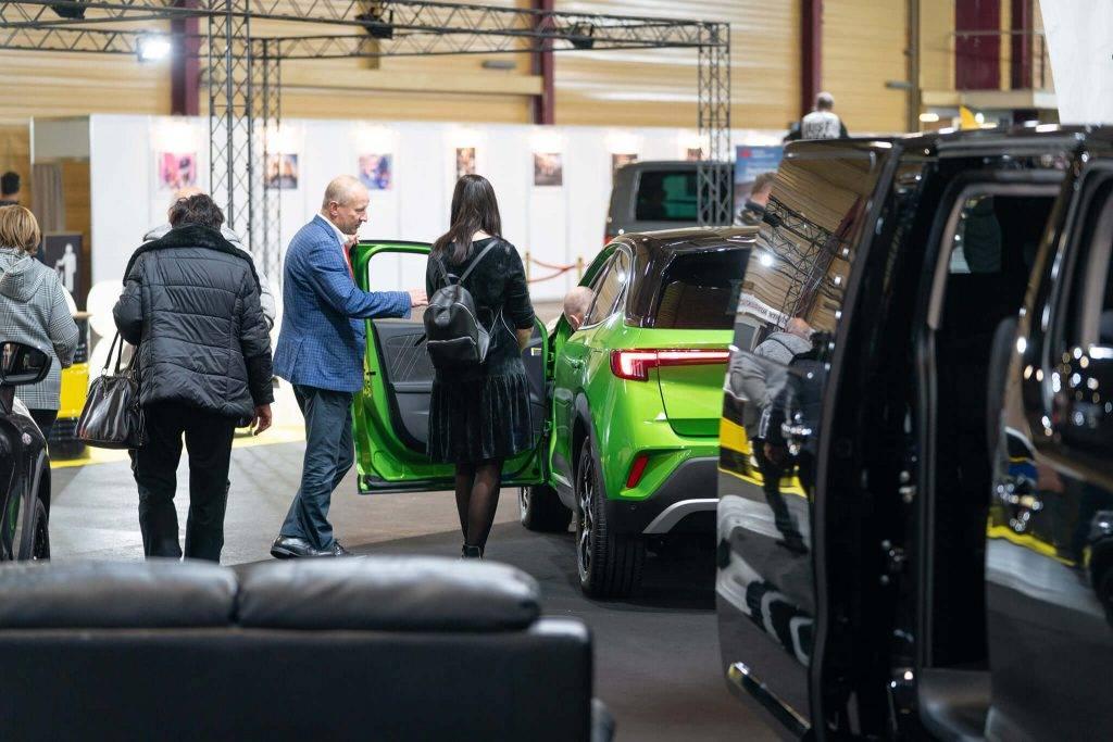 """Ar vairākām auto pirmizrādēm jaudīgi aizvadīta izstāde """"Auto 2021""""!"""