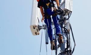 Viens vienkāršs BladeAAU Pro bloks Sunrise UPC 2G, 3G, 4G un 5G pārklājuma nodrošināšanai