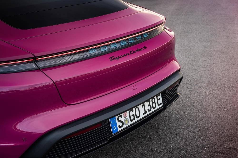 """""""Porsche"""" nāk klajā ar būtiskiem """"Taycan"""" uzlabojumiem un jaunu versiju"""