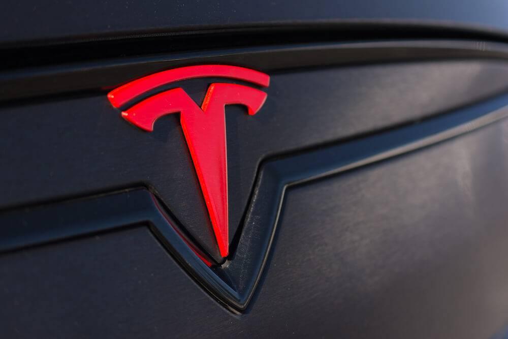 Tesla ar internetā nopludinātu autopilotu