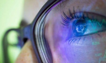 64% Latvijas iedzīvotāju neapzinās viedierīču ekrāna izstarotās zilās gaismas kaitīgumu