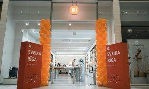 """Iepirkšanās centrā """"Akropole"""" atvērts """"Xiaomi"""" pirmais oficiālais veikals Latvijā"""