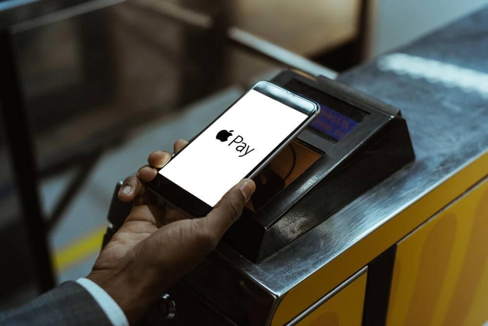 Eiropas Komisija vēlas nodrošināt banku lietojumprogrammām piekļuvi iPhone viedierīču NFC mikroshēmai