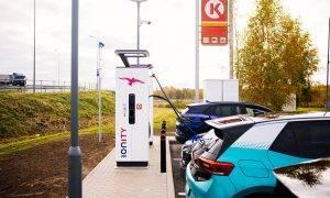 Circle K atklāta pirmā IONITY tīkla lieljaudas elektrouzlādes stacija Latvijā