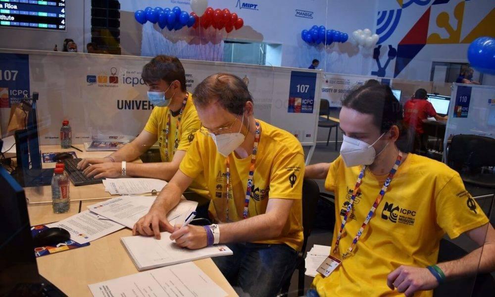 LU studenti iekļūst starp TOP 30 spēcīgākajām programmēšanas komandām pasaulē