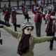 Ķīnā ir izstrādātas tālvadības pultis pret dejojošām vecmāmiņām (Video)